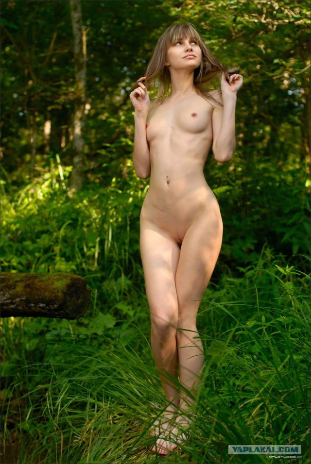 Spread red head naked woman