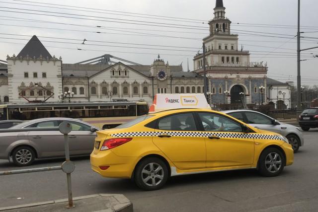 Телка в такси заплатила телом