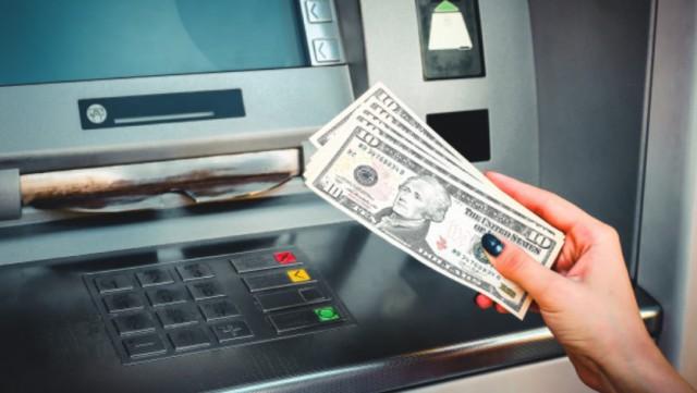 Программист придумал, как бесконечно снимать деньги из банкомата. Попался из-за жадности