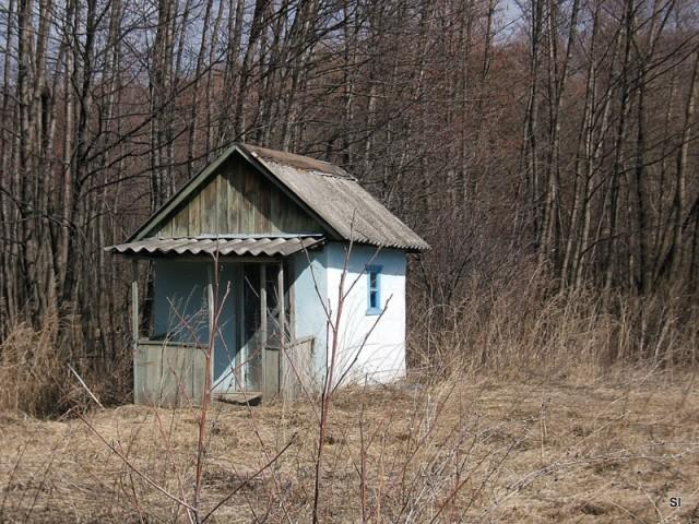 Маленькие одинокие дома для одиноких людей