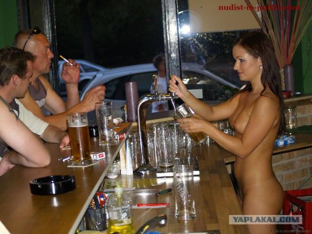 голые мужчины официанты