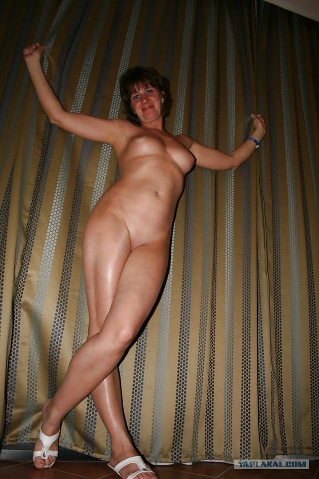 Золотая зрелая матюрка фото ню, старая с молодой лесби онлайн