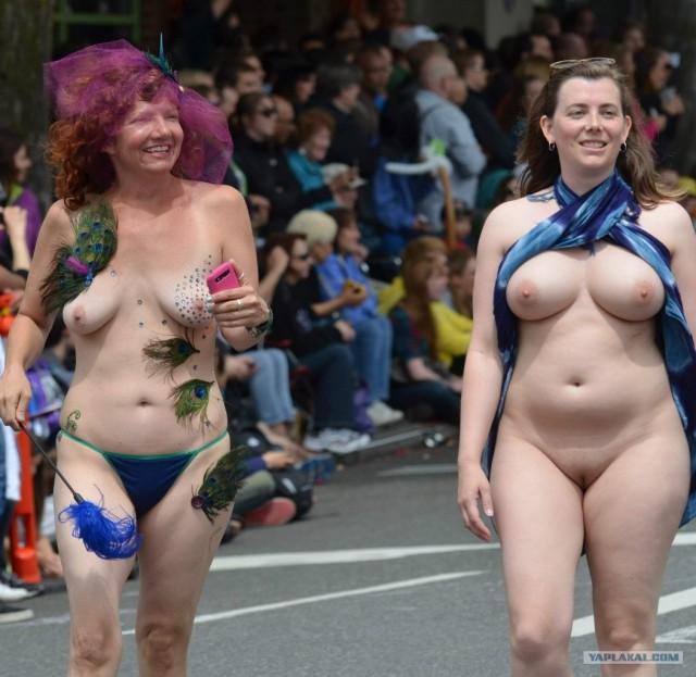 телке голые парады на улицах видео говорили, вот бросит