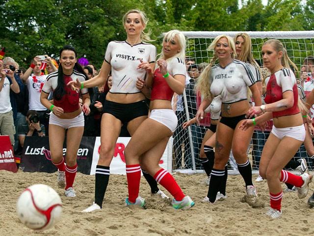 Сборная германии сборная дании из порноактрис