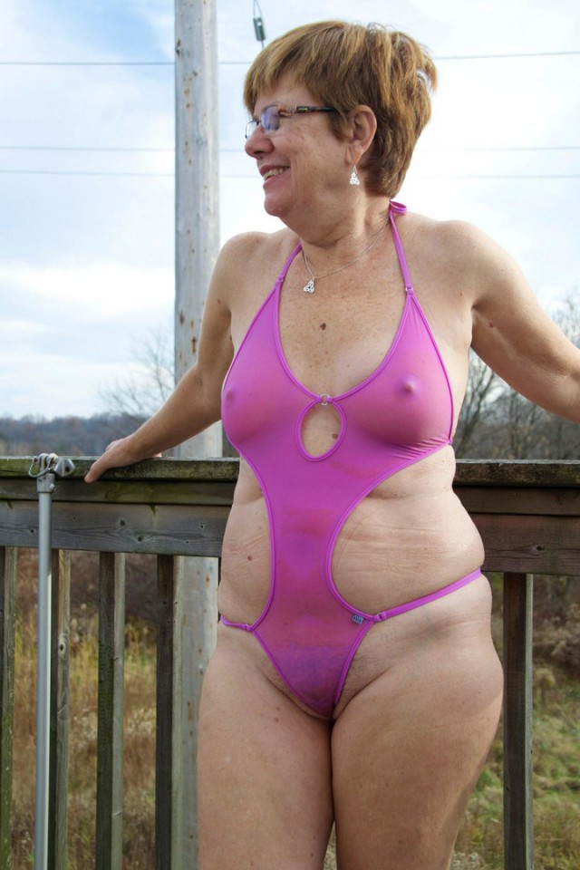Bikini grannies — pic 1