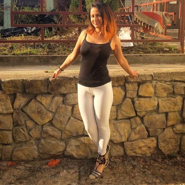 Женщина снимает обтягивающие штанишки частное фото, порно бразерс лисы