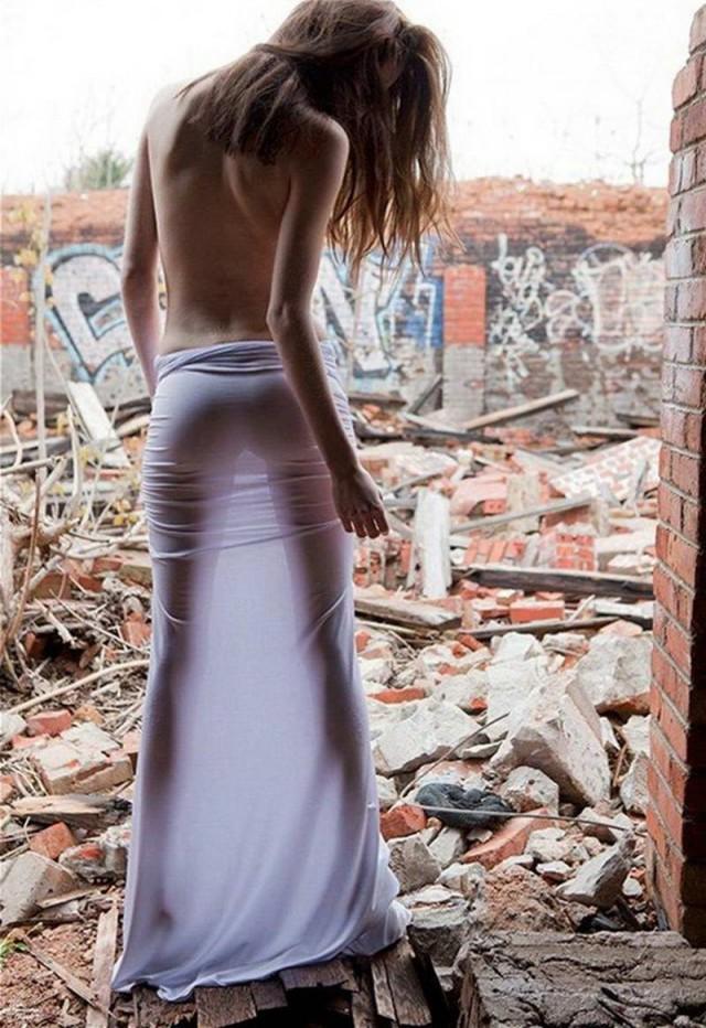 попы фото в прозрачных юбках - 3